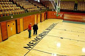 A picture of the court located inside.