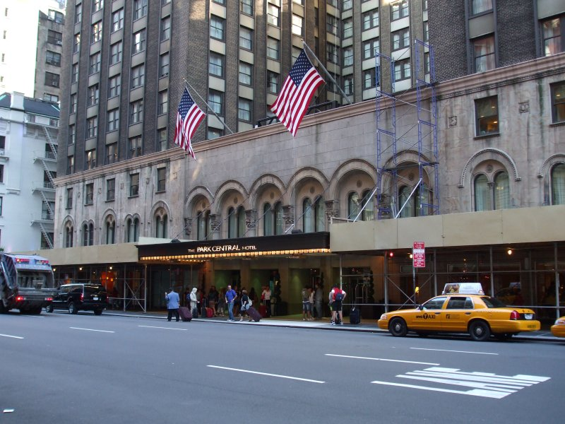Today, the Park Central is a popular independent hotel owing to its elegance and proximity to top New York attractions.