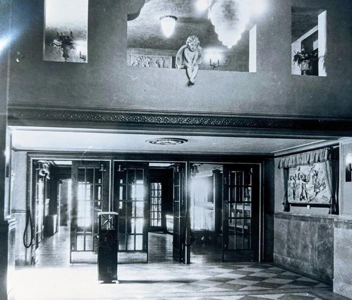 Original Gloria lobby entrance.