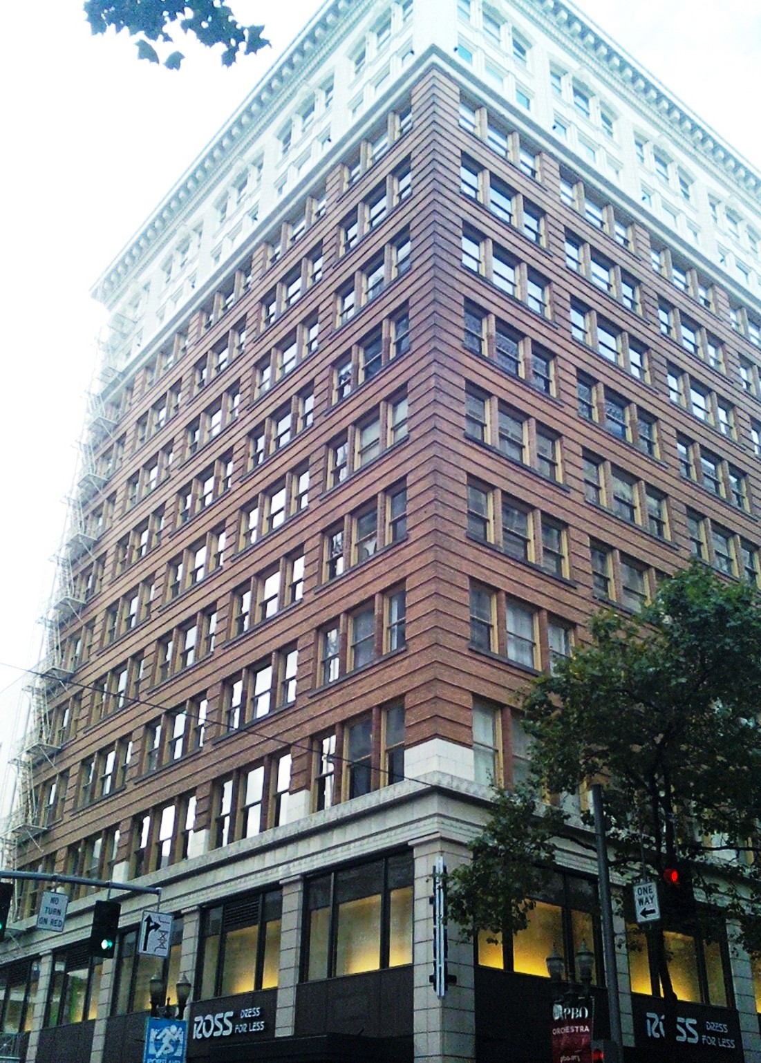 The building is named after its owner, Henry Failing, who followed his father's footsteps as a leading businessman and mayor of Portland.