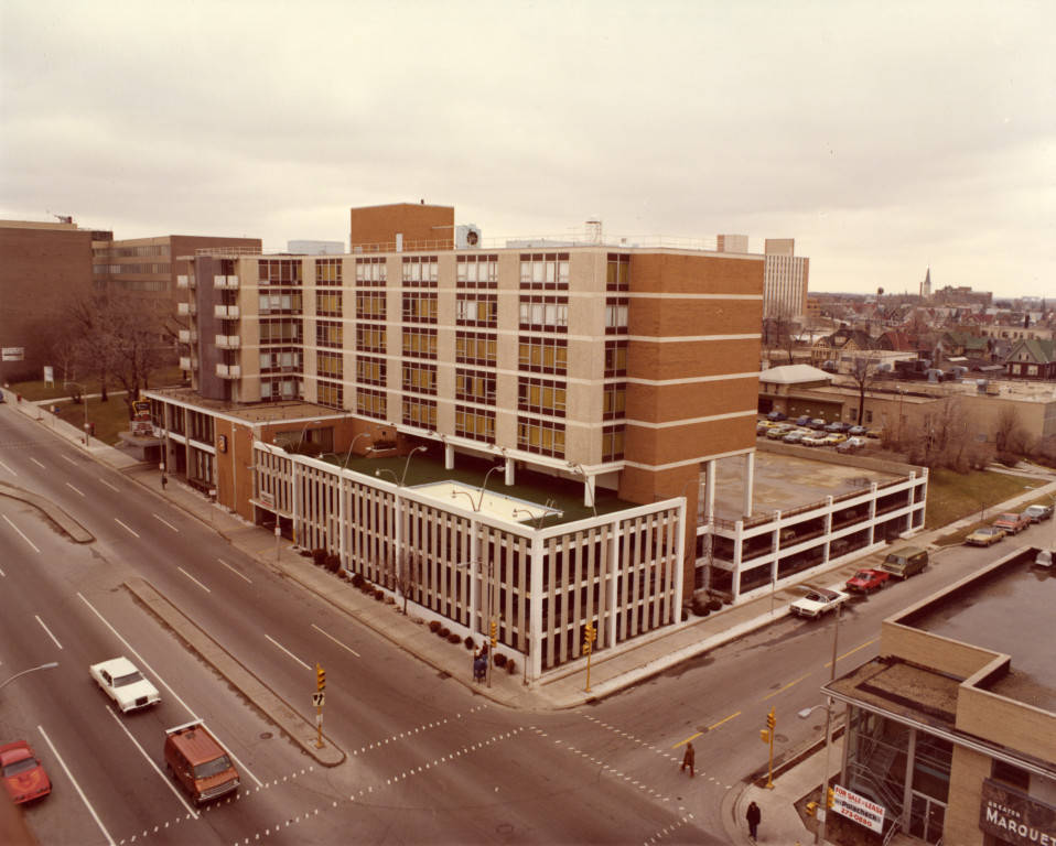 "Exterior view of the Holiday Inn Central (""Department of Special Collections and University Archives, Marquette University Libraries, MUA_CB_01317)"