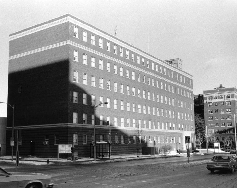 "South facade of Children's Hospital, circa 1980 (""Department of Special Collections and University Archives, Marquette University Libraries, MUA_008687)"