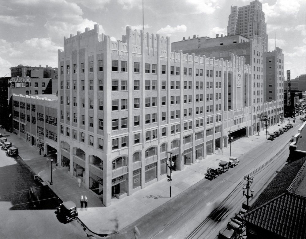 Pickwick sometime in the 1930s. In the center is the office building. Behind it to the left is the parking garage; behind to the right are the bus terminal and hotel towers. Image obtained from Helix Architecture + Design.