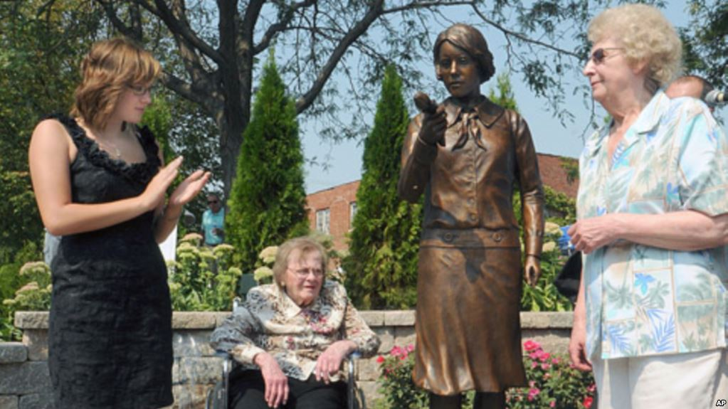 From left to right: Madeline Piller, whose awareness efforts led to the statue's creation; Pauline Fuller and June Menne, former factory workers (VOA)