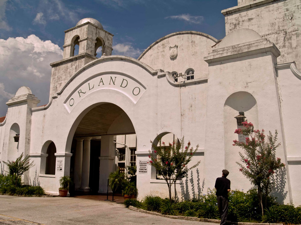 The west entrance arch features a hand carved ORLANDO sign. Image obtained from harrietduncan.com.