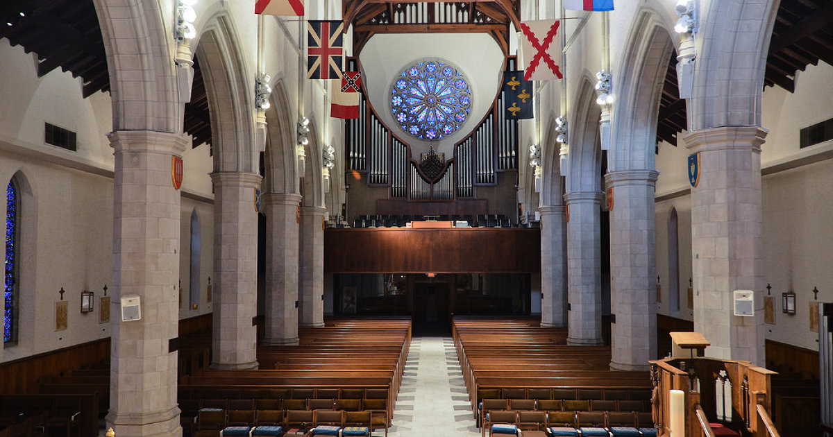 Interior sanctuary of the Cathedral Church. Image obtained from advisor.travel.