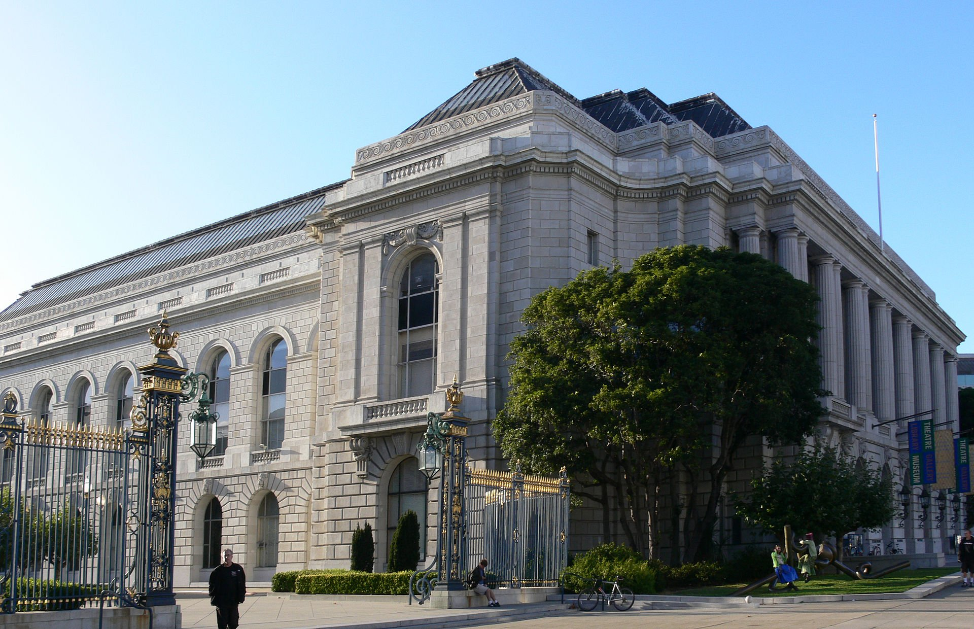 The War Memorial Veterans Building was built in 1932 and features the Herbst Theater, the Green Room (a performance and event hall), and one of the three galleries of the San Francisco Arts Commission.