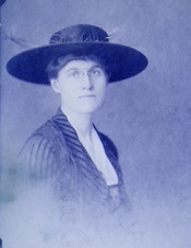 Photograph of Nora Houston, courtesy of the Virginia Historical Society, Richmond.