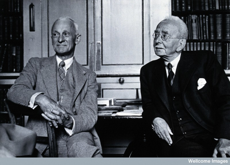 Harvey Cushing, on the left, in 1938. (Wellcome Library, London)