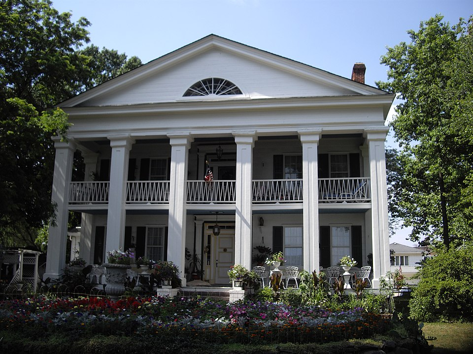 2008 photograph of Seguine-Burke Mansion by Dmadeo