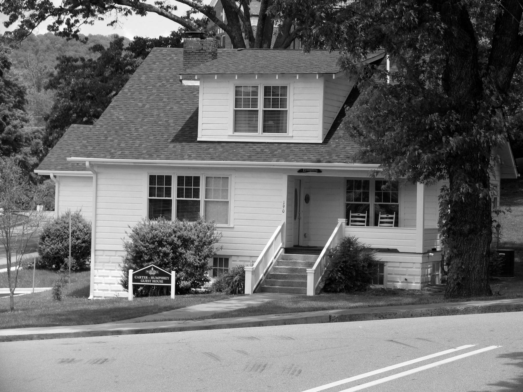 The Carter-Humphrey Guest House, built in 1925.
