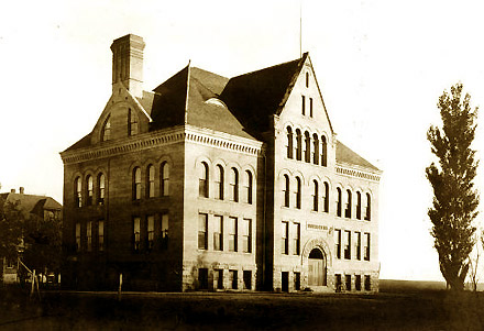 Hodign Hall (1904). UNM's first building.