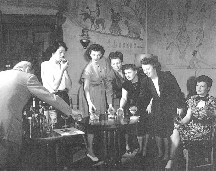 Female guests at the hotel bar, circa 1940s