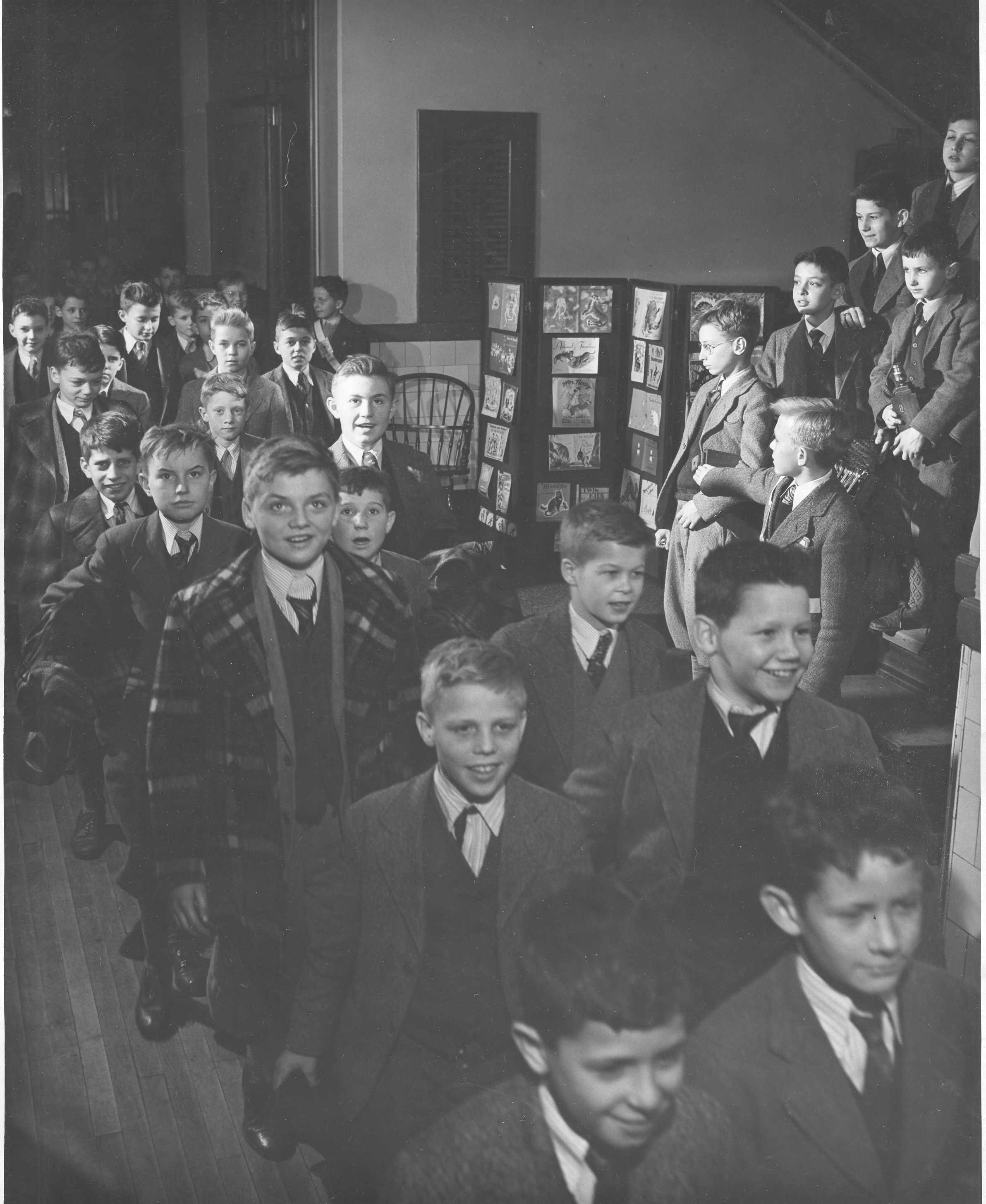 6th grade students moving through the Middle School Building in 1948.