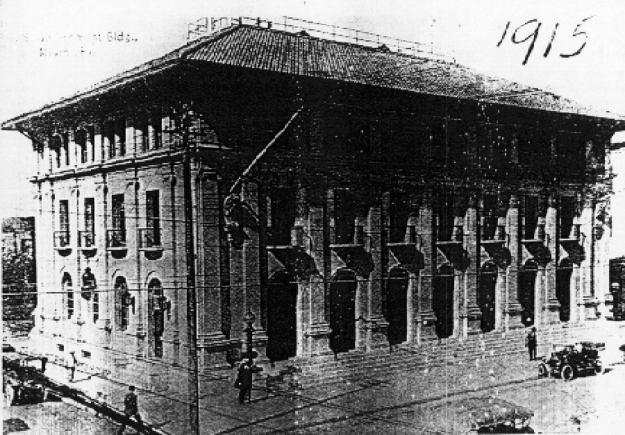 Early picture of the old post office and courthouse in 1915. Image obtained from Learning from Miami.