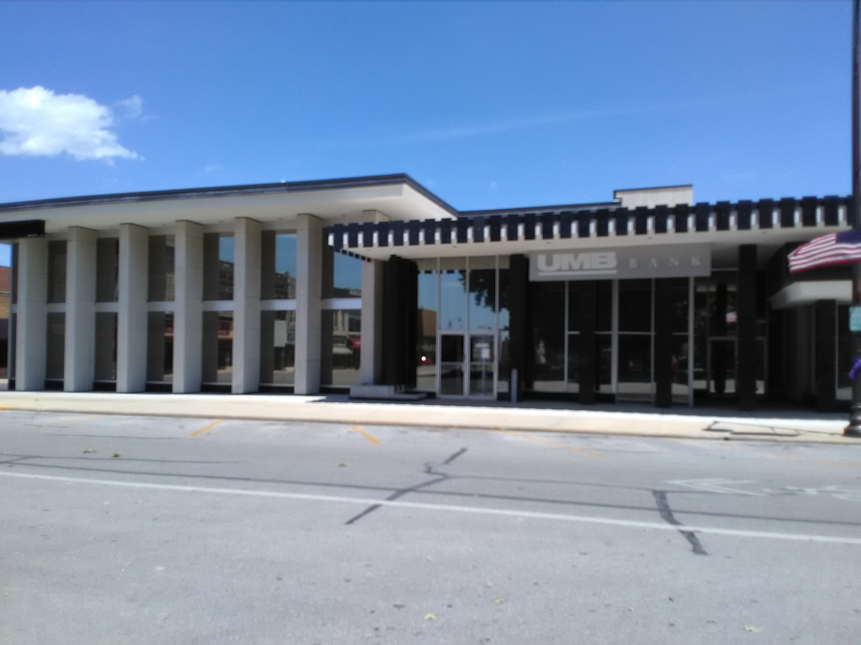 Current United Missouri Bank building built in 1963-64, located at 300-320 South Grant Street.