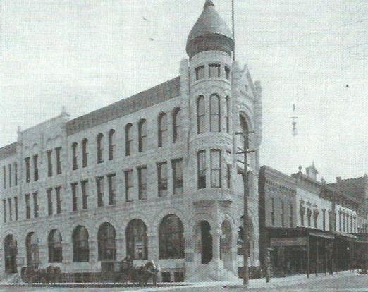 Old First National Bank Building before building to the south was altered in the 1924 expansion of the bank.