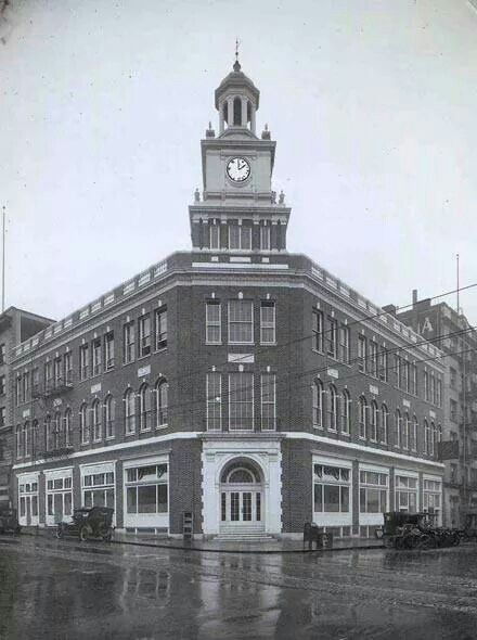 The Telegram Building during its time as the headquarters of the Portland Telegram.