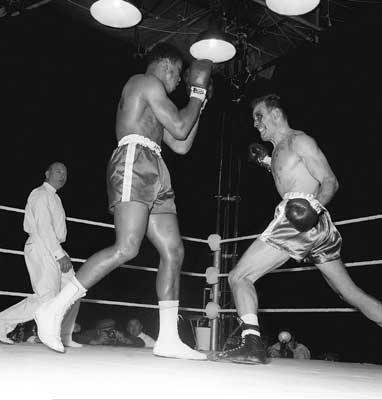 Hunsaker and Ali facing off in their 1960 fight.