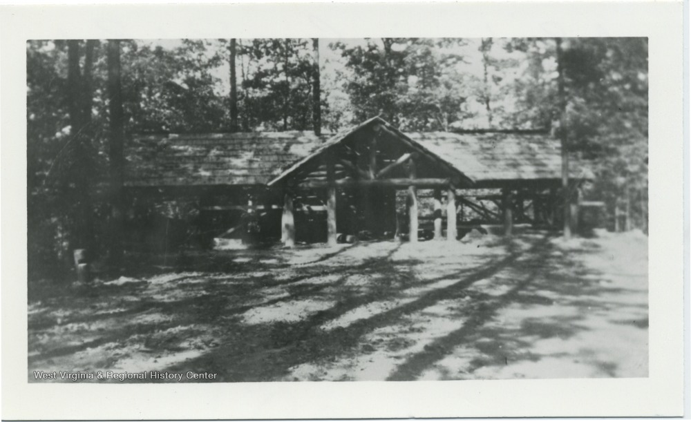 Overlook Trading Post building ca. 1936 - 1980. Note the open-air front section