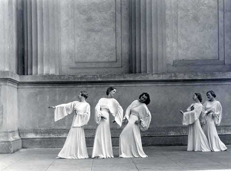 Dancers at the theatre in the 1930s