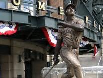 Bronze Statue of Ken Griffey Jr. was dedicated in 2017