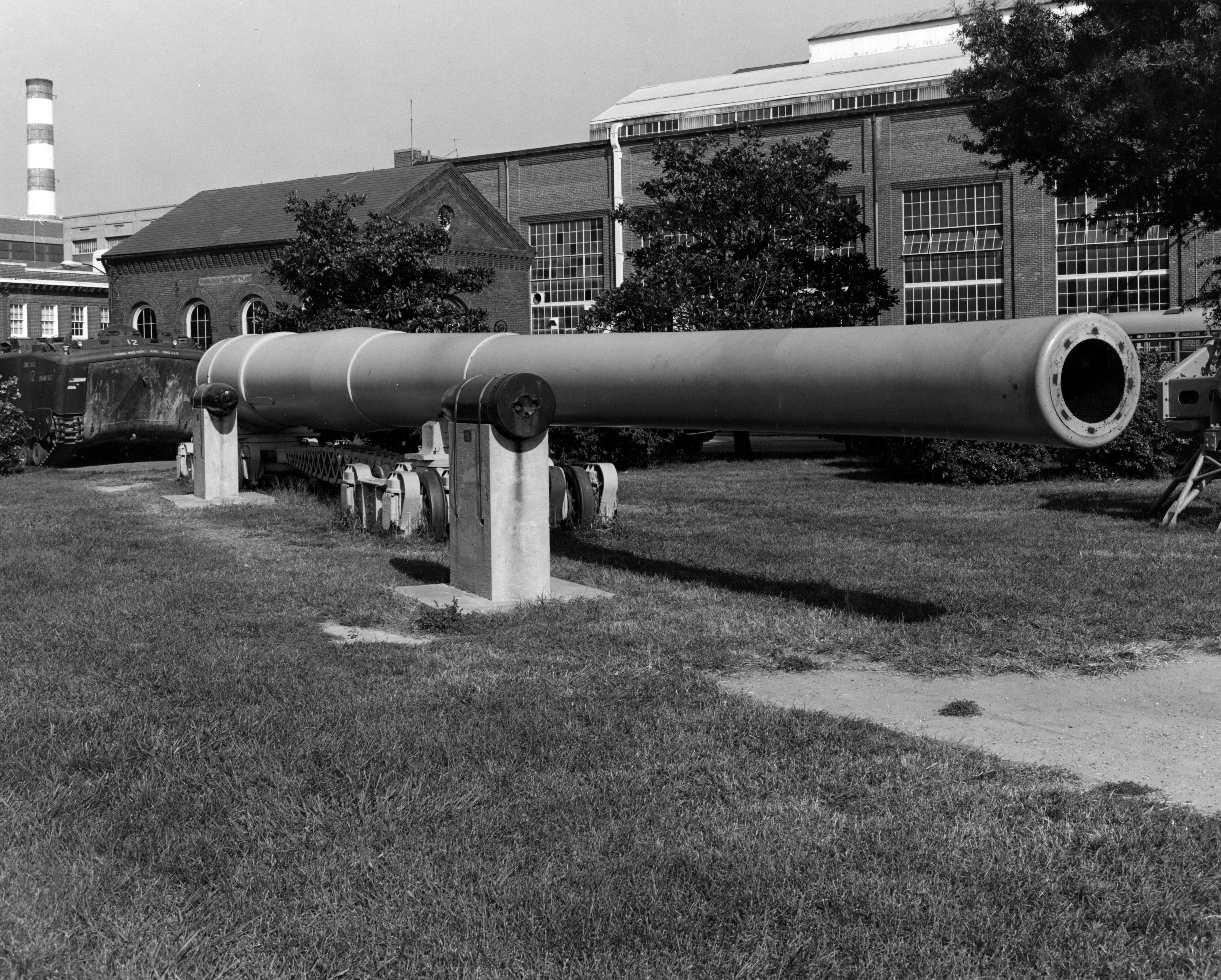 Public Domain Photo of the type of gun once housed at Battery Steele.  This photograph was taken at East Willard Park, Washington Navy Yard, D.C., in October 1974 by the United States Navy.