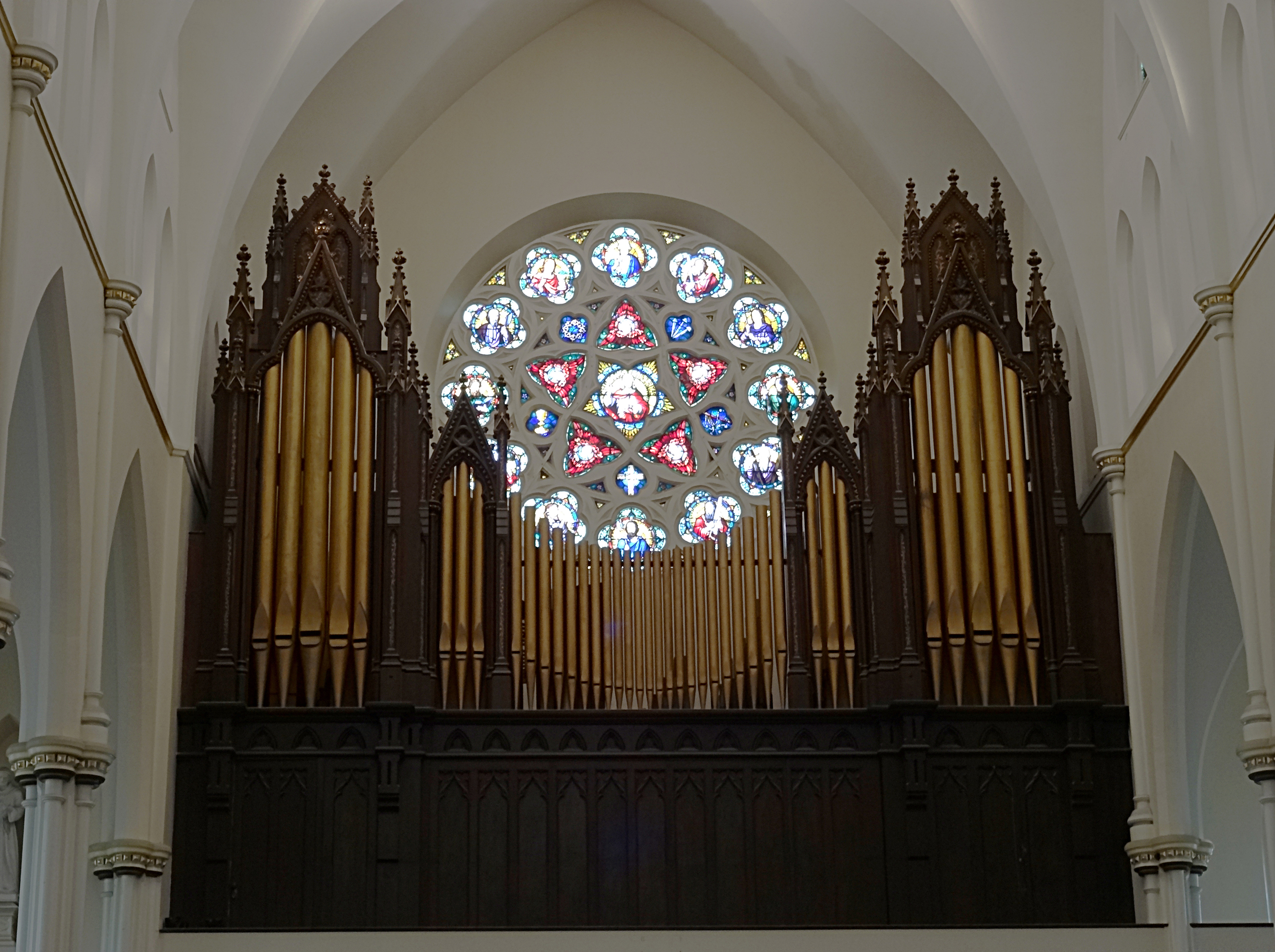 Photograph of the pipe organ housed in the Cathedral, by Erwinmeier of Wikimedia Commons