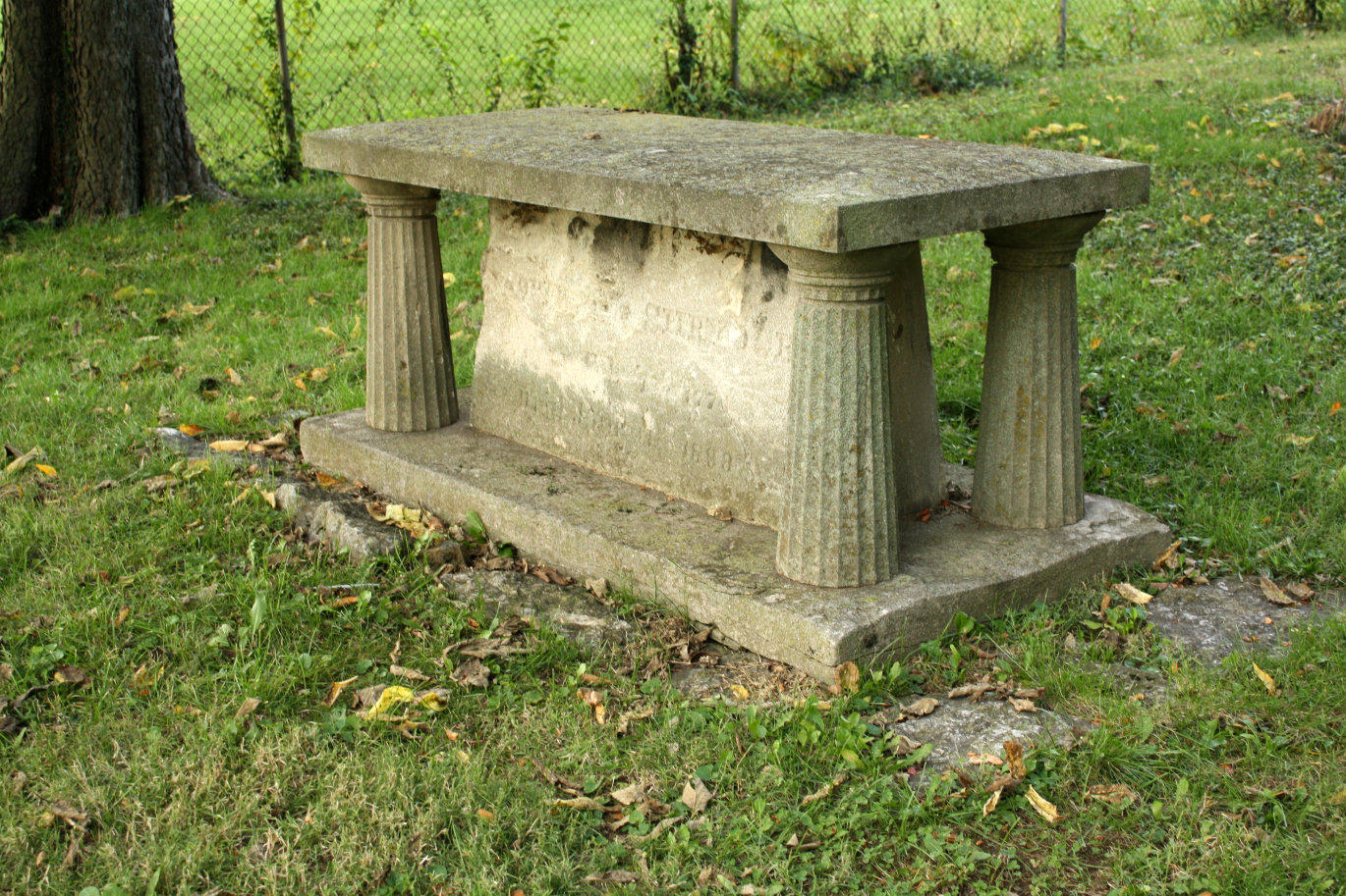 Tomb that can double as a seat