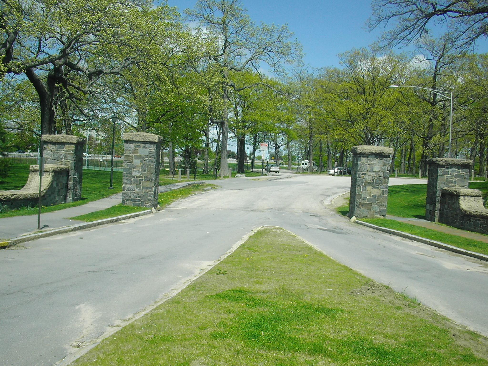 The Entrance to Deering Oaks by Namiba at Wikipedia English Foundation