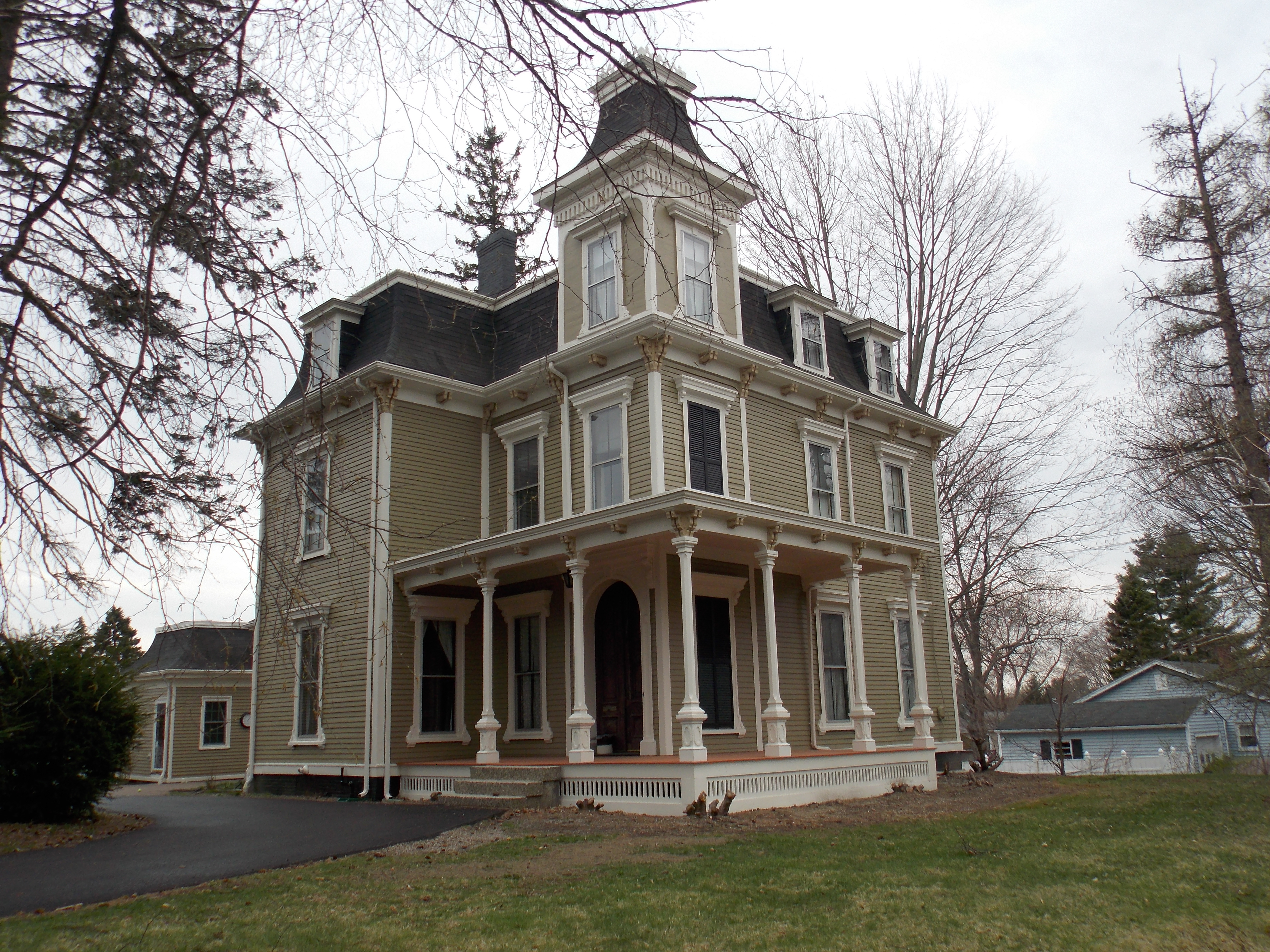 A photo of the Leonard Bond Chapman House in 2016, by Farragutful of Wikimedia Commons