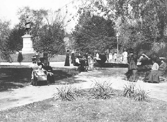 Visitors to DuPont Circle in 1900