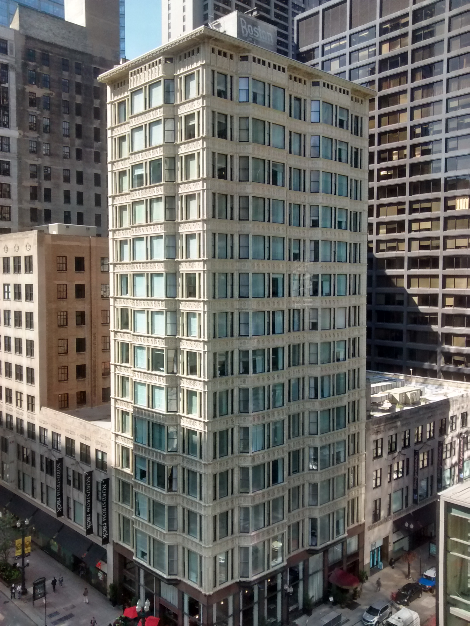 This historic early skyscraper is now home to a boutique hotel.
