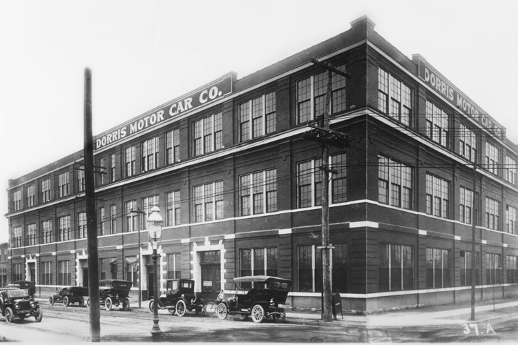 Exterior of the Dorris Motor Company building (early 20th Century)