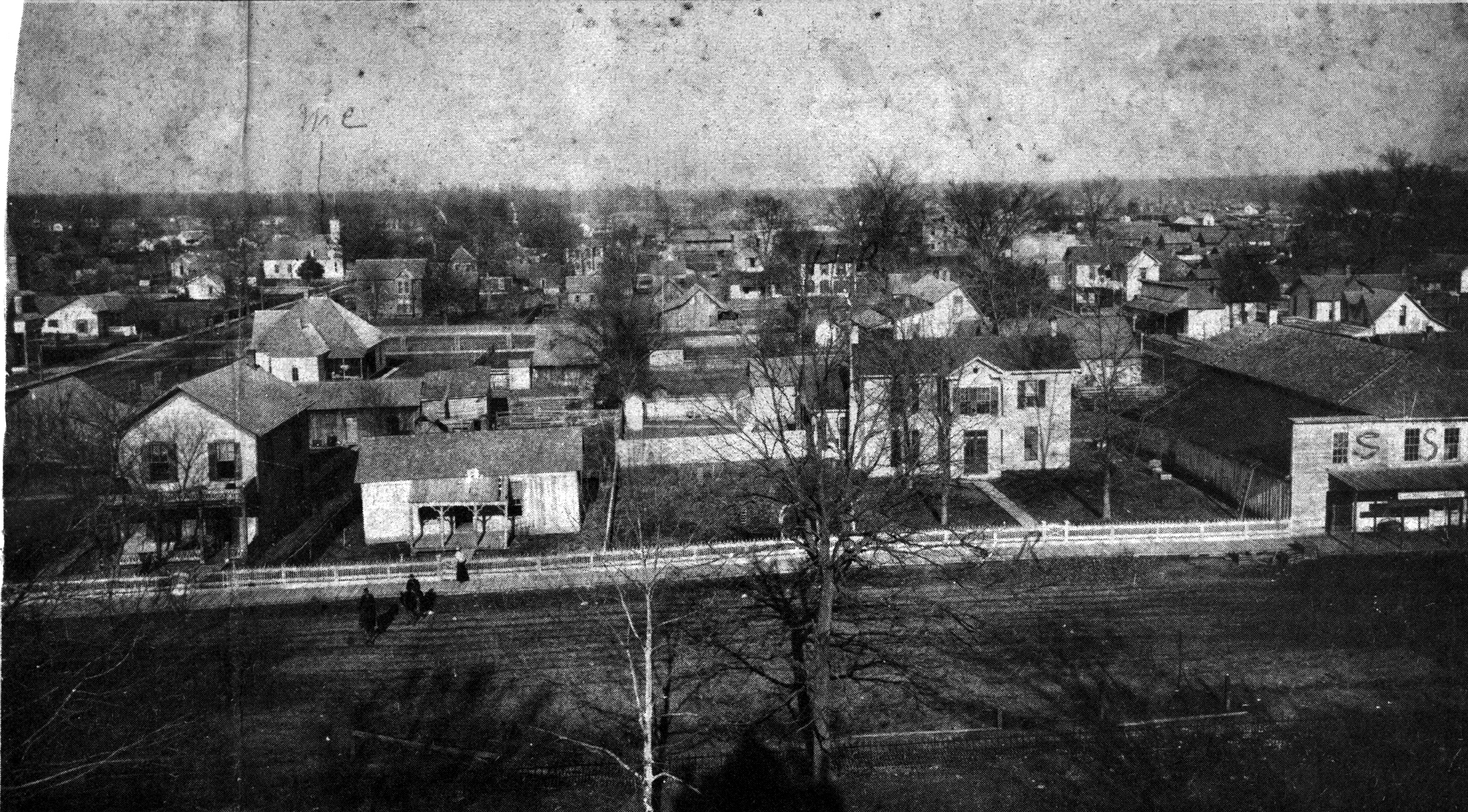 A picture of the Sheeks House and the Sheeks-Stephens Store taken from the courthouse tower.