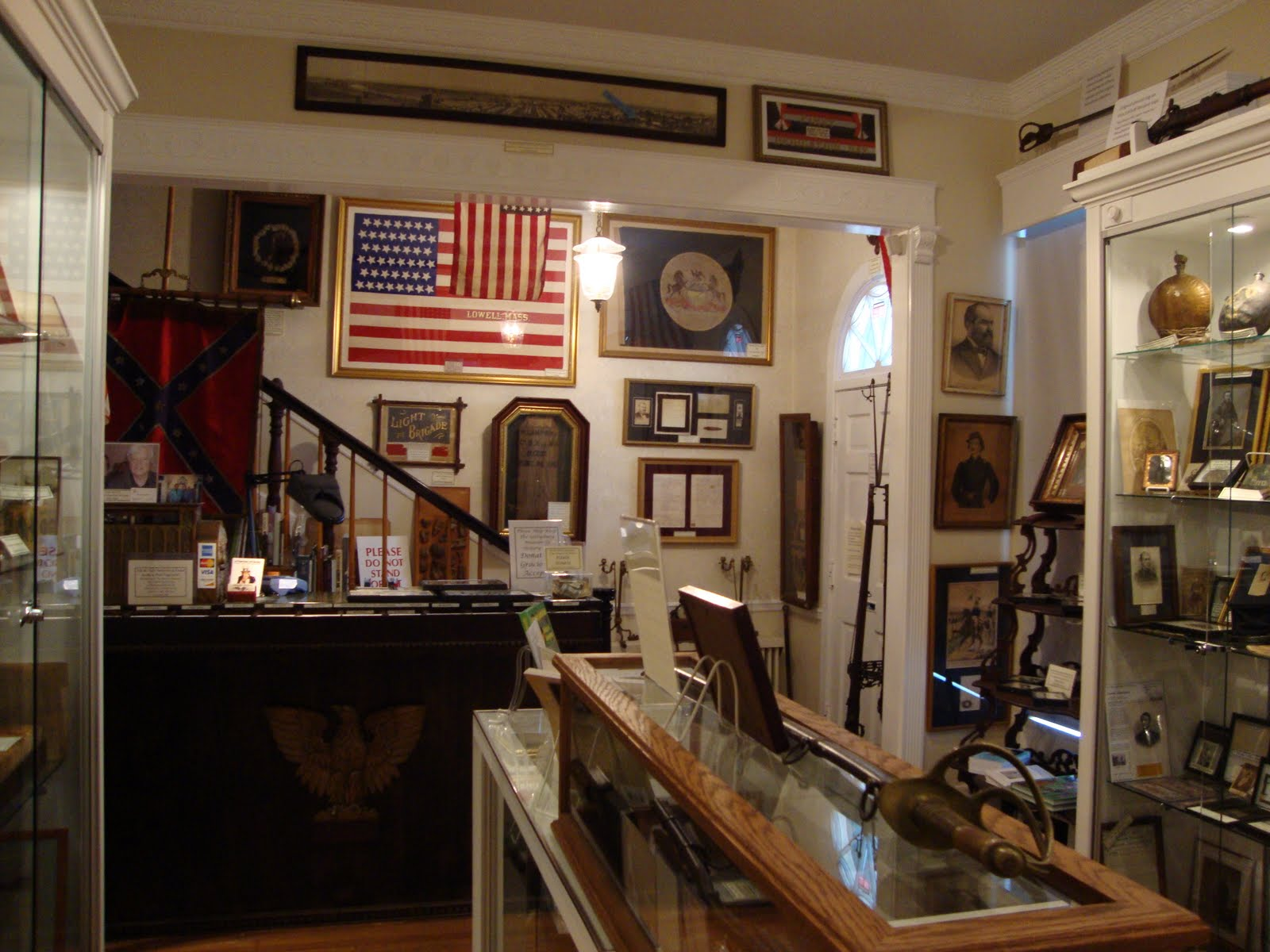 The Gettysburg Museum of History opened in 2009 and displays and sells artifacts related to military history.