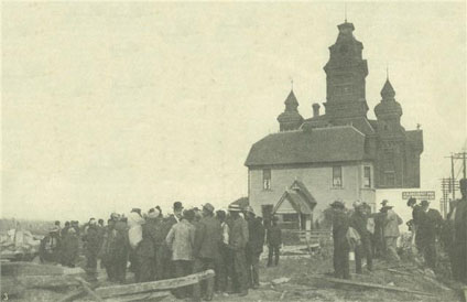 Crowds gather at Bellingham's City Hall on September 5th, 1907, the day following the riot. The old city hall is now the Whatcom Museum
