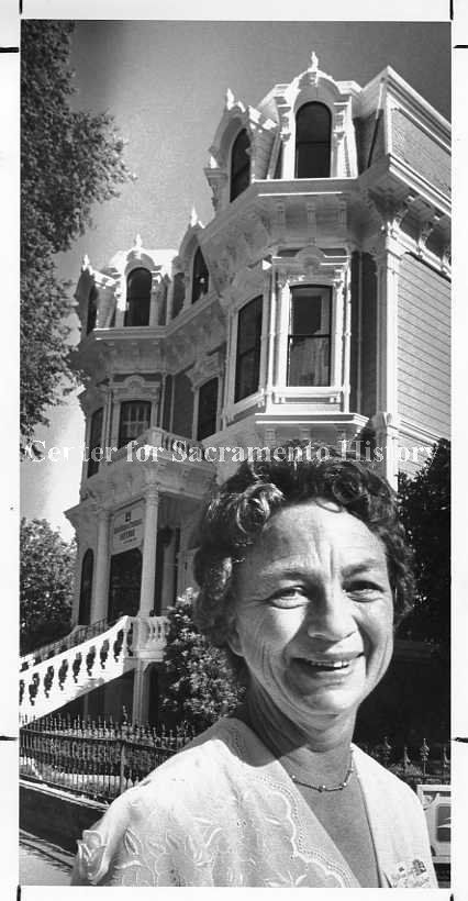 Edith Adele Bellmer in 1983, with the Heilbron House in background. A descendant of Heilbron, she lived in the house until 1942, and was present at its centennial in 1981. (Center for Sacramento History).