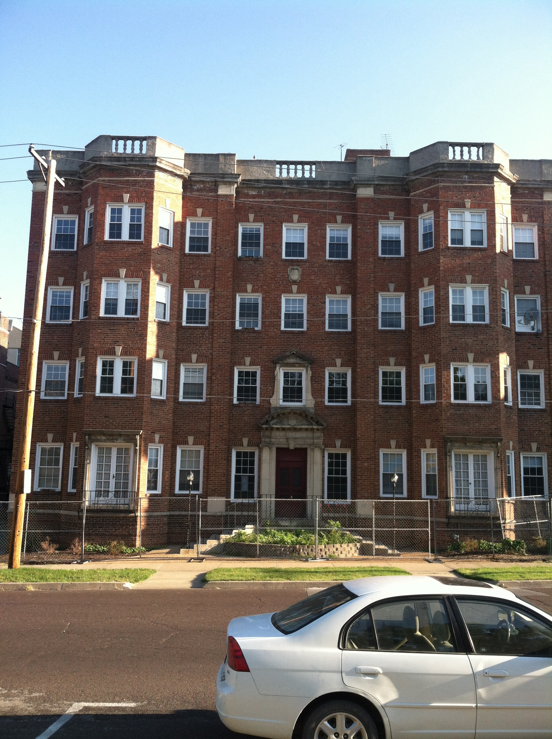 2013 image of the Frederick Apartments in Columbia, MO