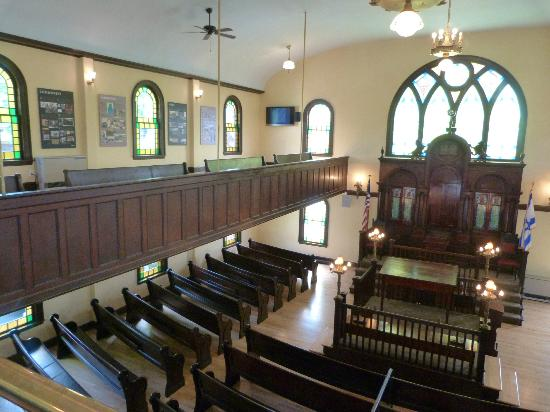 Interior photograph of Etz Chaim Synagogue, provided by the Etz Chaim Official Facebook Page