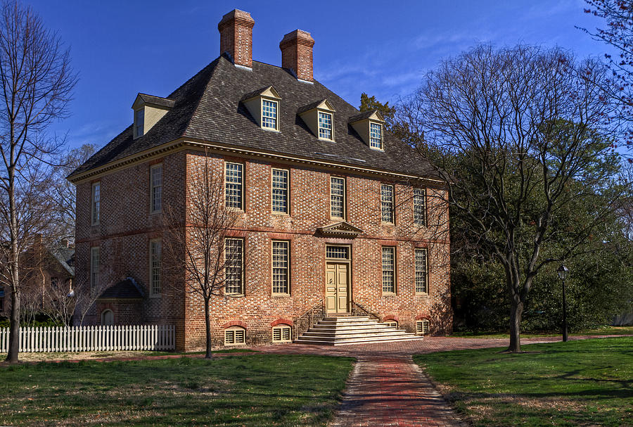 The President's House has been the residence of every William & Mary president except for one. Image obtained from Fine Art America.