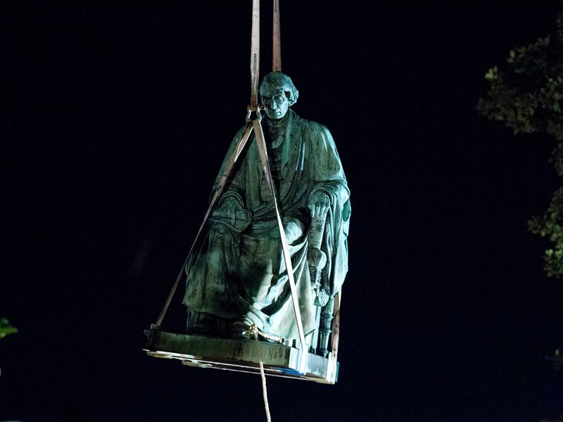 Removal of the statue in 2017 (AP Photo/Jose Luis Magana, via Smithsonian)