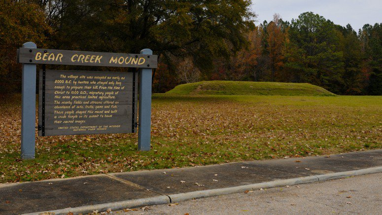 The site includes this sign in front of the mound, which dates back to 1100-1300 A.D.