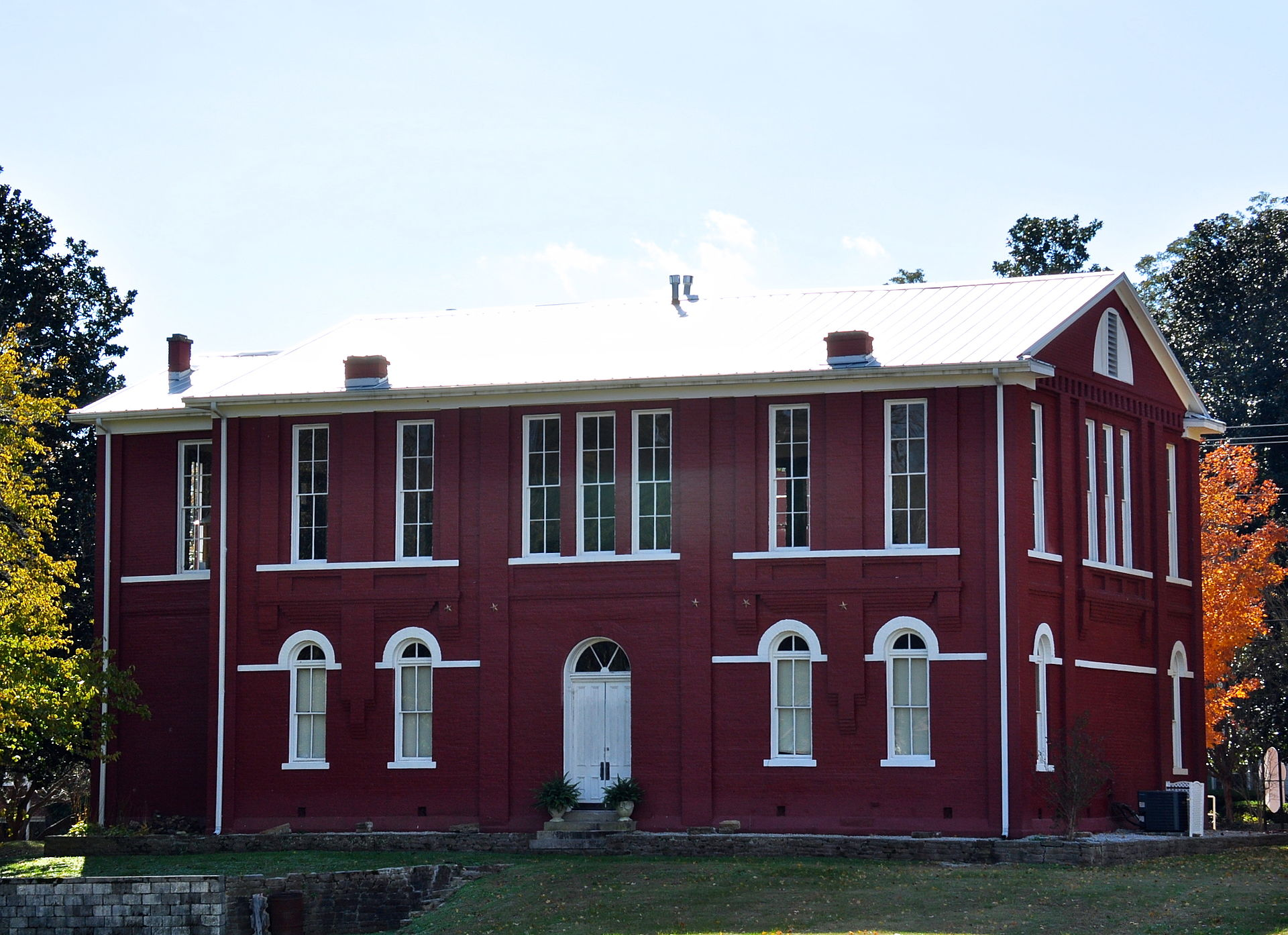 The Old Courthouse Museum was originally built in 1870 but was rebuilt in its current form in 1889.