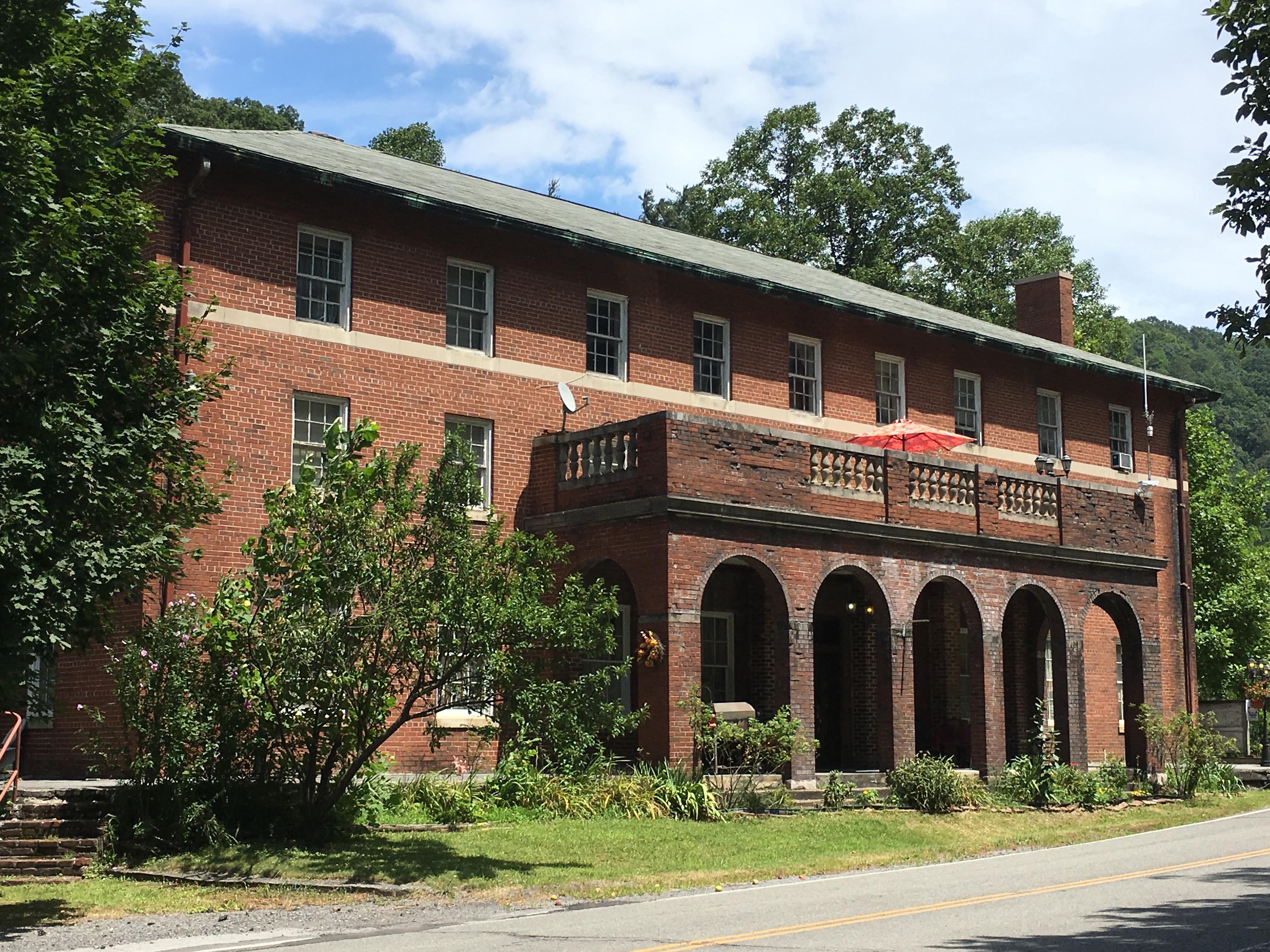 Elkhorn Inn