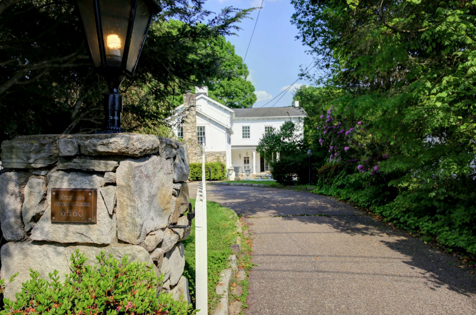 Driveway to the house from Roosevelt Avenue