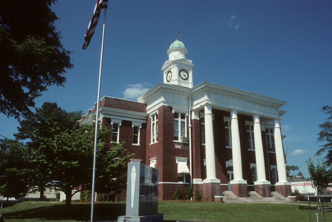 The courthouse was built in 1897 in the Classical Revival style.