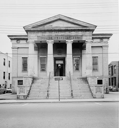 Greek Revival architecture makes an impressive statement and often appears in city buildings. Photo by HABS.