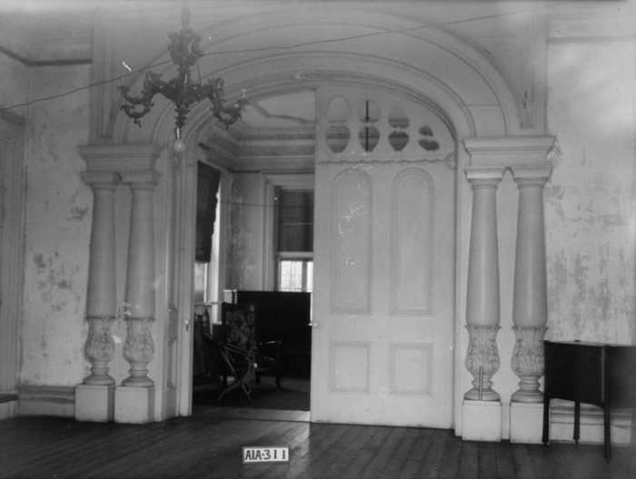 The entrance to the dining room was taken by Alex Bush in 1935 as part of the Historic American Buildings Survey.