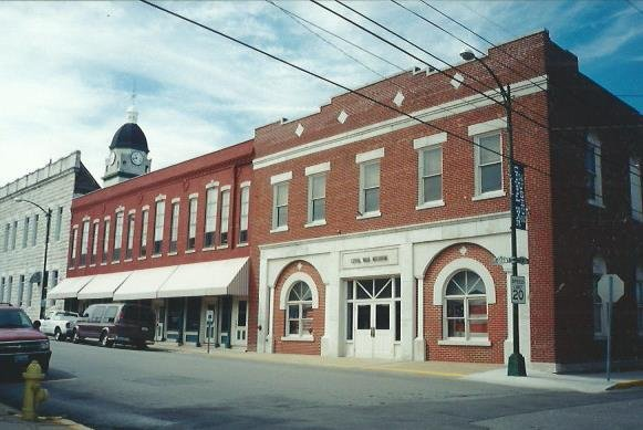 Civil War Museum and Harrington Block located next door. Before the Jasper County Courthouse was built, offices on the second floor of the Harrington Block were used for Jasper County business and a passage way between the two buildings existed.